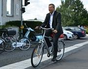 """Oberbürgermeister und Radfahrer: Für Dr. Thomas Spies ist die Auszeichnung """"Anerkennung und Ansporn""""."""