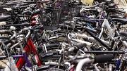 """""""Wenn wir das Wort Parkplätze hören, denken wir häufig an Autos und viel zu selten an Fahrräder"""", so OB Spies."""