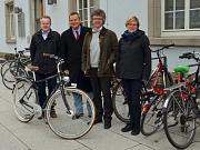 Freuten sich, dass die neuen Stellplätze so gut angenommen werden (v. l.): Stadtmarketing-Geschäftsführer Jan-Bernd Röllmann, Oberbürgermeister Dr. Thomas Spies, Bürgermeister Dr. Franz Kahle und Radverkehrsbeauftragte Katharina Grieb.