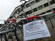 Die Straßenverkehrsbehörde bittet alle Bürgerinnen und Bürger, ihre Fahrräder bis Mittwoch, 16. August, am Abstellplatz vor dem Forschungszentrum Deutscher Sprachatlas abzuholen.