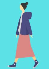 Frau, die spazieren geht©canva
