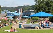 Verlängerte Öffnungszeit: Bis um 19.30 Uhr können Gäste schon ab Montag im Marburger Freibad baden gehen.