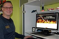 Freut sich über den neuen und einheitlichen Internetauftritt der Feuerwehr Marburg: Tobias Büttner, Fachgebietsleiter Öffentlichkeitsarbeit und Soziale Medien bei der Marburger Feuerwehr, war an der Umsetzung des neuen Templates maßgeblich beteiligt.©Tobias Büttner