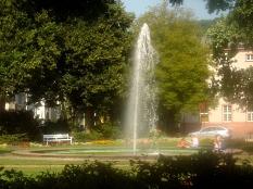 Friedrichsplatz mit zentraler Brunnenfontäne©Fachdienst Stadtgrün