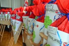 Für jede und jeden Auszubildenden gab es wie jedes Jahr eine Schultüte mit Süßem und Gesundem für den Start.©Stadt Marburg, Birgit Heimrich