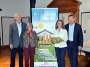 Freuen sich auf die Eröffnung des Gesundheitshauses am 16. April (v. l.): die Initiatoren Dr. Dietmar Pfennighaus und Ruth Pfennighaus, freie Mitarbeiterin Karen Schumacher und Oberbürgermeister Dr. Thomas Spies.