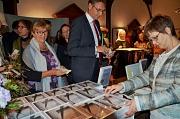 """Auf großes Interesse stößt das Gedenkbuch """"Von der Ausgrenzung zur Deportation in Marburg und im Landkreis Marburg-Biedenkopf"""", das jetzt im Rathaus-Verlag erschienen ist. Bei der Buchvorstellung wurden bereits rund 100 Exemplare verkauft - auch der Vorst"""