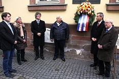 Marian Zachow, Anne Oppermann, Dr. Franz Kahle, Romano Strauß, Dr. Thomas Spies und Heinrich Löwer gedachten der Sinti und Roma, die von den Nationalsozialisten verfolgt und ermordet wurden.©Heiko Krause, Stadt Marburg
