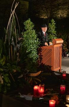 """""""Das Grauen darf sich niemals wiederholen!"""", betonte Oberbürgermeister Dr. Thomas Spies am 9. November bei der Besinnungsstunde im Gedenken an die Opfer des NS-Regimes.©Patricia Grähling, Stadt Marburg"""