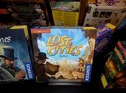 """Ausgestellte Spiele mit den Titeln """"Lost Cities"""", """"Sherlock Holmes"""" und """"Wendigo""""."""