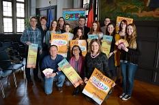 Bürgermeister Dr. Franz Kahle und Stadträtin Dr. Kerstin Weinbach mit den Organisatoren und Teilnehmerinnen undTeilnehmern des Girls' Day und Boys' Day.©Nadja Schwarzwäller i. A. der Stadt Marburg