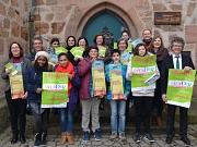 Bürgermeister Dr. Franz Kahle (r.) und Stadträtin Dr. Kerstin Weinbach (l.)  stellten gemeinsam mit den Organisatorinnen und Organisatoren sowie Teilnehmerinnen und Teilnehmern des Vorjahres das Programm des diesjährigen Girls' Day und Boys' Day am 28. Ap