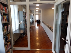 Blick durch die geöffneten Glastüren im 2. Obergeschoss.©Universitätsstadt Marburg
