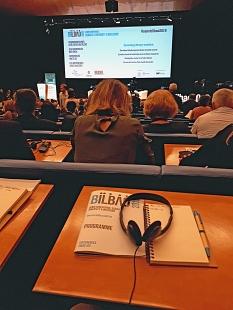 Eröffnung der CEMR-Konferenz zu Gleichberechtigung, Vielfalt und Inklusion in Bilbao, Spanien – aus dem Marburger Gleichberechtigungsreferat sind Laura Griese und Janis Loewe dabei.©Universitätsstadt Marburg