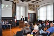 Oberbürgermeister Dr. Thomas Spies (vorne rechts) begrüßte die Berliner Heroes Mert Albayrak (l.), Asmen Ilhan (2. v. l.), Can Alpbek (3. v. l.) und rund 40 interessierte Gäste im Historischen Rathaussaal.
