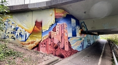 Die Marburger Graffiti-Künstler Mathis Hagenauer und Moritz Habermann haben im Auftrag der Stadt die Unterführung an der Südspange in eine von Wüstenlandschaften umgebene Unterwasserwelt verwandelt.