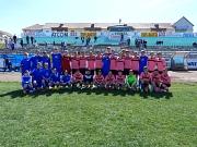 Auf diesem Bild sieht man ein gemeinsames Bild der Fußballmannschaften aus Marburg und Sibiu