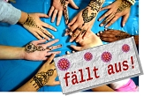 """Hände mit Henna-Tattoos und Banner """"fällt aus!""""©Universitätsstadt Marburg"""