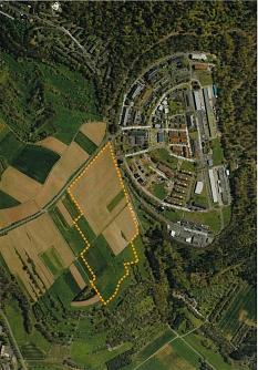 Mit einem Potenzial von bis zu 350 Wohneinheiten rechnet die Standortanalyse für das poten-zielle Baugebiet am Hasenkopf im Stadtwald (orangefarbene Markierung). Davon könnten 100 Wohneinheiten als geförderter Wohnungsbau geplant werden.©Universitätsstadt Marburg