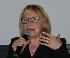 """Hauptrednerin Bascha Mika sprach über das sozial gemachte Altern von Frauen während des Stadtforums """"Gut Älterwerden in Marburg"""".©Stadt Marburg, i.A. Gesa Coordes"""