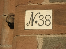 Hausnummer an der Kirche