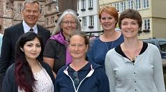 Oberbürgermeister Dr. Thomas Spies, Dr. Christine Amend-Wegmann (hinten re.) und Laura Griese (re.) freuen sich mit den Wendo-Vorstandsfrauen Doris Kroll (vorne Mitte) und Nadine Seyler (hinten Mitte) und Dolmetscherin Nahid Sarwary.