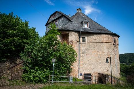 Eine Innen- und Außenbesichtigung des Marburger Hexenturms steht beispielsweise bei der Stadtführung am 4. August auf dem Programm.©Patricia Grähling, Stadt Marburg