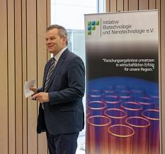 IBiNa ehrt das Synmicro-iGEM-Team©Patricia Grähling, Stadt Marburg