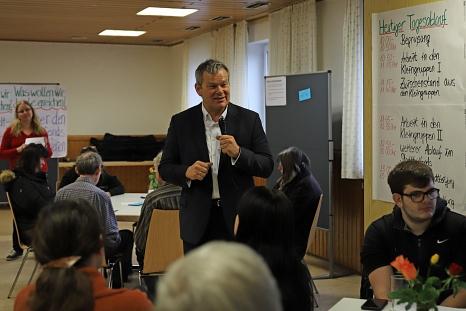 Oberbürgermeister Dr. Thomas Spies begrüßte die Teilnehmenden beim Ideen-Brunch.©Thomas Steinforth, Stadt Marburg