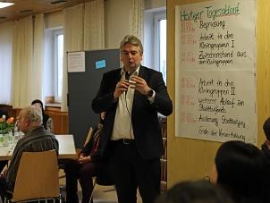 Bürgermeister Wieland Stötzel hob das Engagement der Richtsberggemeinde hervor.©Thomas Steinforth, Stadt Marburg