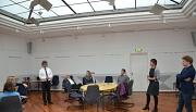 (1)Bürgermeister Dr. Franz Kahle und Landrätin Kirsten Fründt hießen die Bürgerinnen und Bürger zur Ideenwerkstatt im Großen Saal des Bauamtes willkommen. Thomas Madry vom Landkreis Marburg-Biedenkopf moderierte die Veranstaltung.