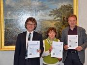 Stellten gemeinsam den neuen Immobilienmarktbericht 2016 vor (v. l.): Bürgermeister Dr. Franz Kahle, Kirsten Eger-Rausch vom Fachdienst Vermessung und Walter Ruth für den Gutachterausschuss.