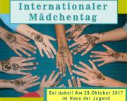 Auf einem Tisch sieht man zahlreiche Hände, die mit Hennatattoos bemalt sind, ober der Text Internationaler Mädchentag, unten Sei dabei! Am 29.Oktober 2017 im Haus der Jugend.