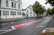 In der Neuen Kasseler Straße sind jetzt Radverkehrsanlagen markiert. In Rot ist neu eine Abbiegespur für Linksabbieger direkt zum Jägertunnel eingerichtet.