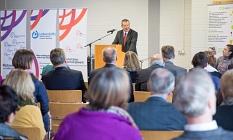 """""""Tom Mutters hat uns alle verändert"""", sagte Oberbürgermeister Dr. Thomas Spies in seiner Rede anlässlich der Straßenumbenennung zu Ehren von Tom Mutters.©Stadt Marburg, Patricia Grähling"""