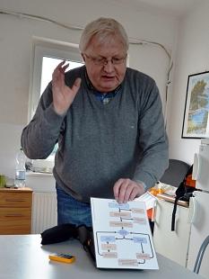 Der Koordinator für Defibrillatoren für die Stadtverwaltung, Andreas Steih-Winkler, motivierte dazu, auf andere Menschen zuzugehen und erste Hilfe zu leisten.©Philipp Höhn, Stadt Marburg