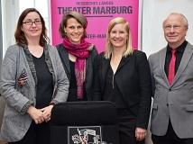 Stadt und Land freuen sich über eine weibliche Doppelspitze für das Hessische Landestheater Marburg (v. l.): Marburgs Kulturdezernentin Dr. Kerstin Weinbach, das neue Duo Carola Unser und Eva Lange sowie Albert Zetzsche vom Hessischen Ministerium für Wiss