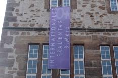 Internationaler Frauentag Fahne Rathaus©Universitätsstadt Marburg