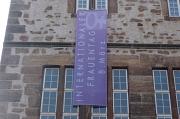 Internationaler Frauentag Fahne Rathaus