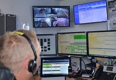 """""""LiSA"""" ist mit der Einsatzzentrale der Feuerwehr Marburg (FEZ) verbunden. Wird im Tunnel der Knopf gedrückt, erscheinen die Bilder der Tunnelkamera auf dem großen Monitor,©Stadt Marburg, Birgit Heimrich"""