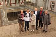 Richard Laufner (v. l.), Monika Bunk, Dr. Annegret Wenz-Haubfleisch, Dr. Thomas Spies, Helmut Wöllenstein und Dr. Katharina Schaal stellten am Ort der ersten Marburger Synagoge das Jubiläumsprogramm vor.