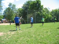 junge Leute spielen mit Mario Fußball©Bernd Weimer