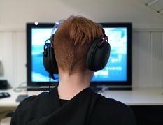 Ein Gamer mit Headset©Pixabay