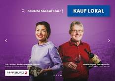 Andrea Wagner von manufacture d'Anouk (l.) und Reinhard Kroh von Die Weinrebe (r.) auf dem Plakat der Kampagne Kauf lokal.©Universitätsstadt Marburg