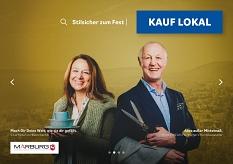 Silvia Hinkel von Ketzerbach12 (l.) und Horst Kurz von Homberger's Herrenausstatter (r.) auf dem Plakat der Kampagne Kauf lokal.©Universitätsstadt Marburg