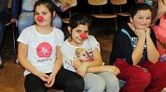 """Viele Spaß bei einem der """"KUSS""""-Workshops 2017 hatten diese Schülerinnen in Stadtallendorf. Aus 77 verschiedenen Workshop-Angeboten können die Schulen, Kindergärten, Theater-AGs und Jugendbildungseinrichtungen in der 23. Kinder- und Jugendtheaterwoche 201"""