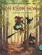 """Cover des Buches """"Die kleine Hexe - Ausflug mit Abraxas"""", wo die kleine Hexe auf ihrem Zauberbesen durch den Wald reitet."""