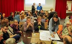 In verschiedenen Themengruppen erarbeiteten die Teilnehmenden Wünsche, Ziele und Maßnahmen für den Klima-Aktionsplan.©Birgit Heimrich, Stadt Marburg