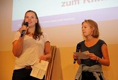 Die Aktivistinnen der Marburger Klimagruppe und der Fridays-for-Future-Bewegung entführten die Besucher*innen auf eine Traumreise in das Marburg im Jahre 2030.©Birgit Heimrich, Stadt Marburg
