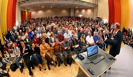 Sven Plöger spricht vor 700 Menschen im TTZ über Klimawandel - Chance zum Aufbruch.©Georg Kronenberg